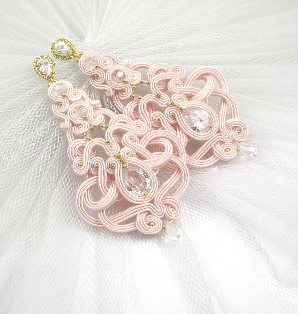 Długie, różowe kolczyki ślubne sutasz