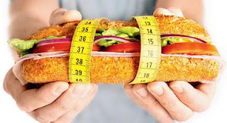 """<img src=""""dieta-para-obesos.jpg"""" alt=""""esta dieta es rica en frutas, verduras, carnes magras y cereales"""">"""