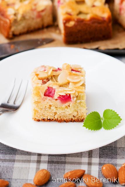 Ciasto z kefirem i rabarbarem
