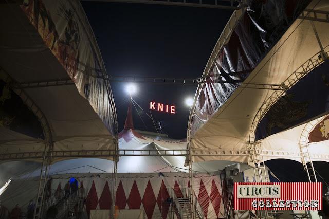 le chapiteau vue en travers de la structure de la tente d'entrée du Cirque Knie