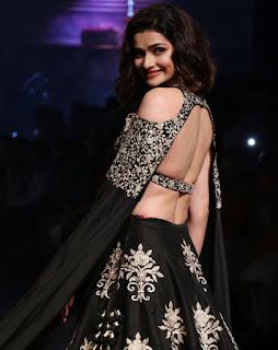 Prachi Desai In Black Lehenga Choli At Lakme Fashion Week (5)
