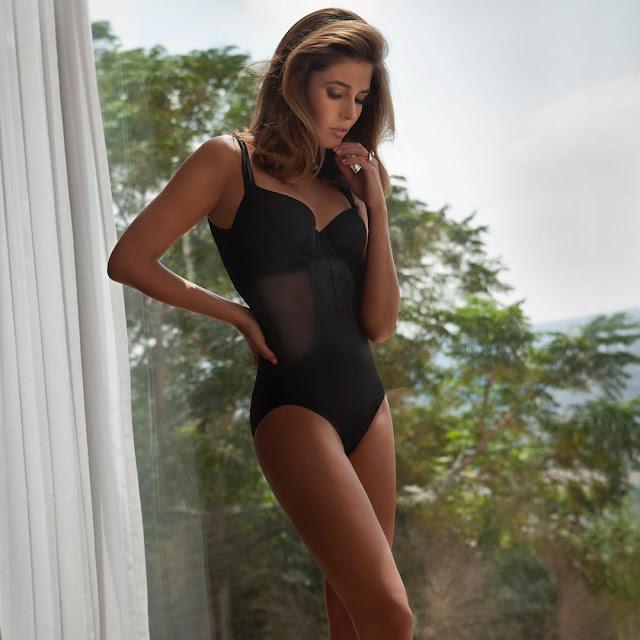 Sexy WAG: Coral Simanovich (pics)