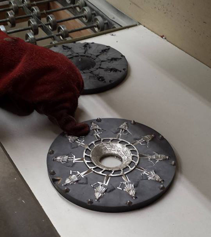 Como se fabrican las miniaturas Cast%2BB%2B5