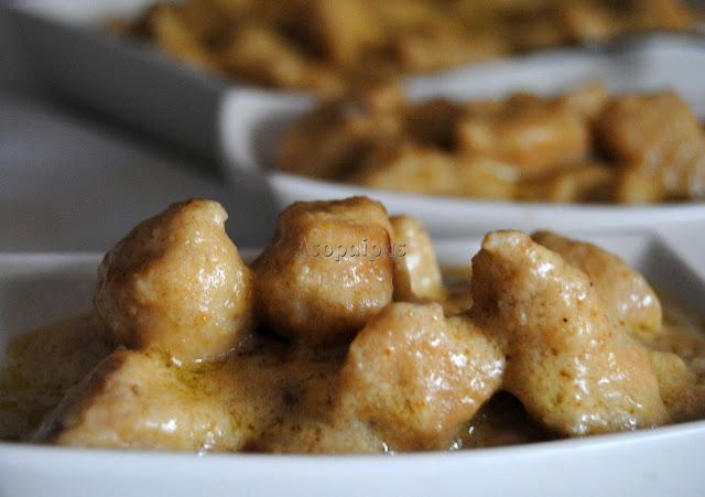 Carne de Pollo con salsa de cacahuetes, leche de coco y leche evaporada