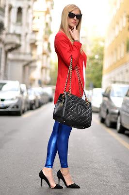 como combinar azul com vermelho