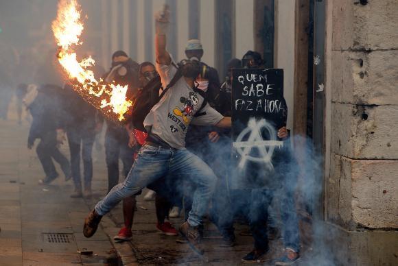 Polícia Militar e manifestantes entraram em confronto no centro do Rio durante protesto contra as reformas trabalhista e da Previdência Tomaz Silva/Agência Brasil