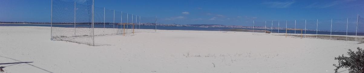 Campo de Futebol de praia na Praia Fluvial Bico do Mexilhoeiro