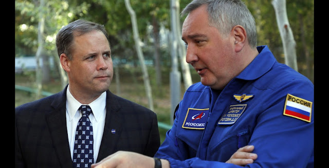 NASA Administrator Jim Bridenstine and Roscosmos Director General Dmitry Rogozin. Credit: PAP