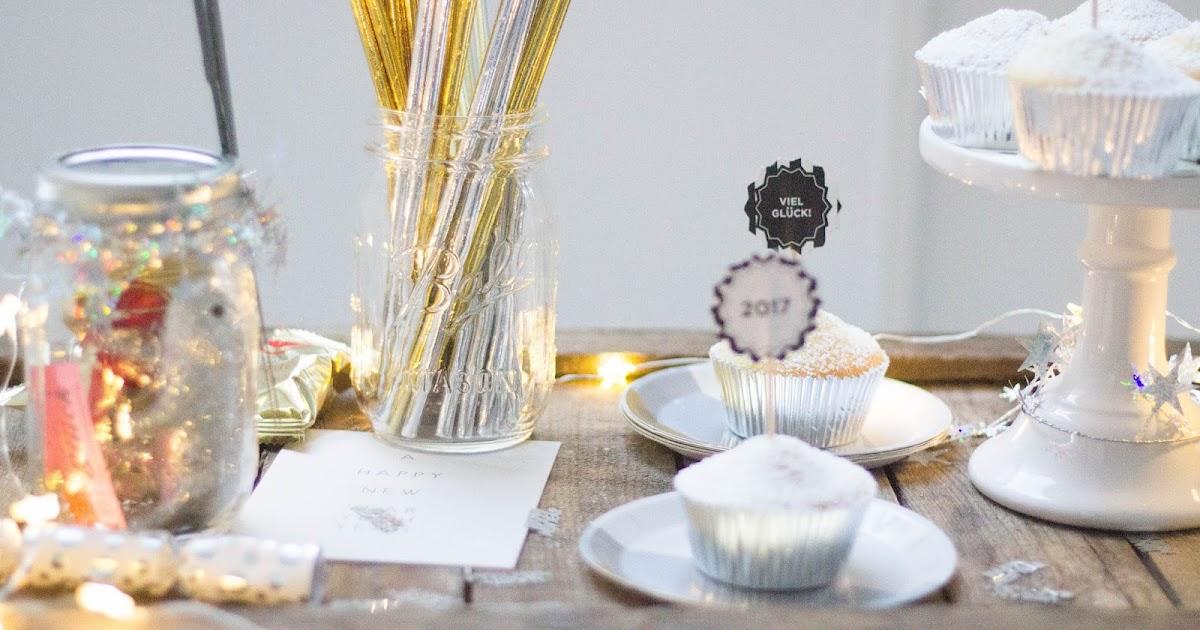 last minute silvester ideen champagner mini cakes. Black Bedroom Furniture Sets. Home Design Ideas