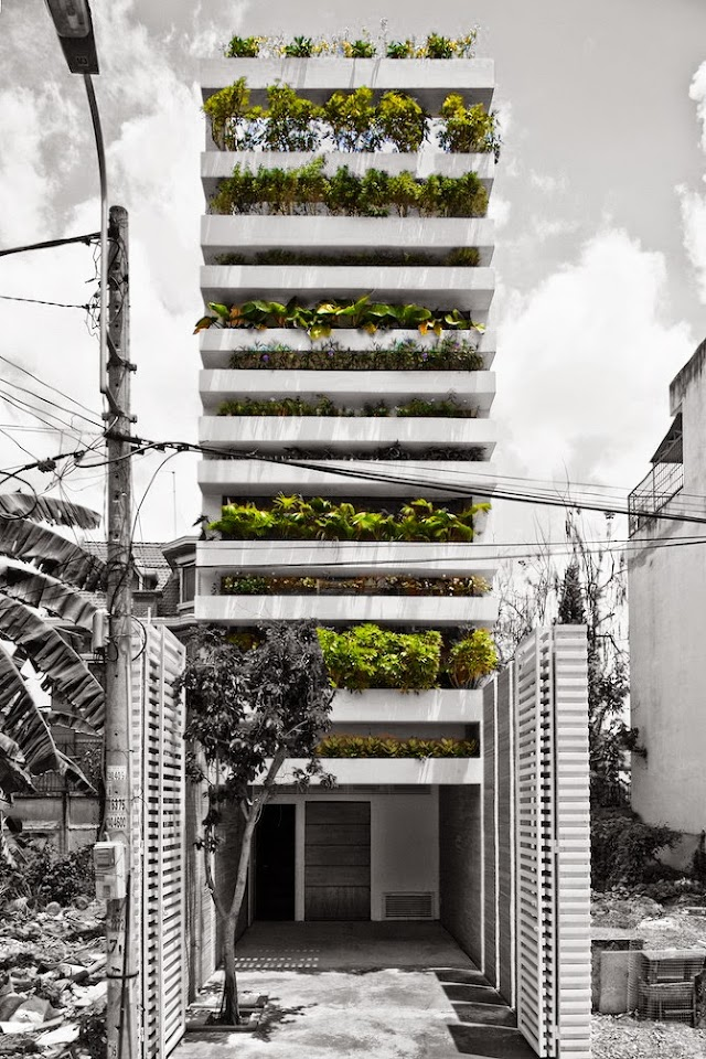Stacking Green House in a tropical city.