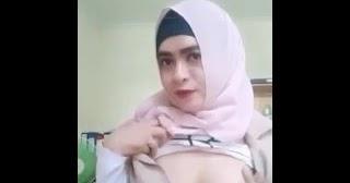 Milf indon tudung tayang tetek - Melayu Boleh Lucah