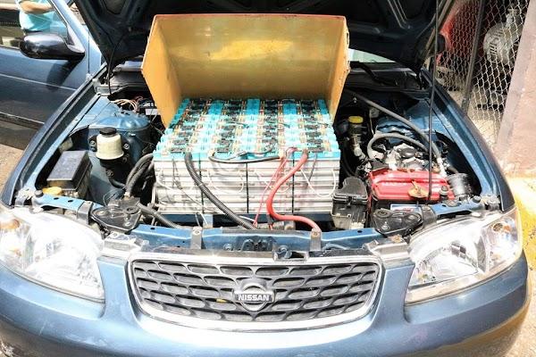 Académico del IPN transforma su coche de gasolina en eléctrico; ahora sólo gasta 4 pesos al día