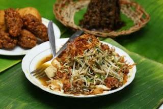 Kuliner Indonesia -  Lontong Balap Garuda Pak Gendut
