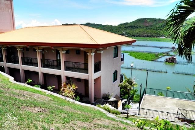 Rooms at Kuhala Bay Resort