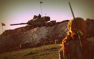 Продвижение турецкой бронетехники осуществляется под прикрытием артиллерии