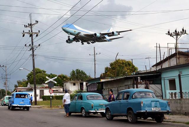La foto del Air Force One acercándose al aeropuerto de La Habana quedará para siempre como testimonio de ese momento histórico