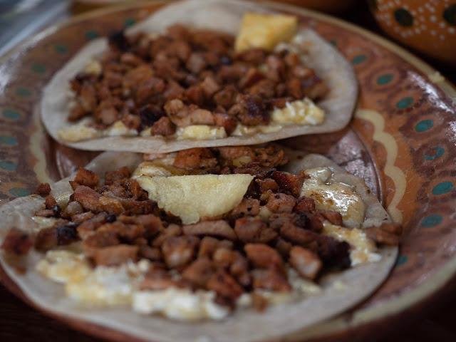 Detalle de un plato de tacos