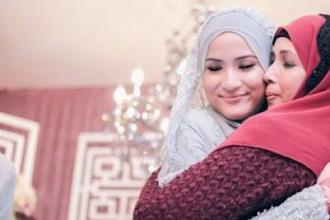 Tips Disayang Ibu Mertua Bagi Menantu Wanita Menurut Adab dalam Islam