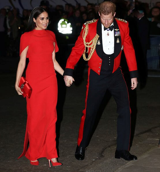 Meghan Markle wore Safiyaa Kalika dress, Stuart Weitzman Nouveau pumps, Simone Rocha earrings, Manolo Blahnik clutch bag