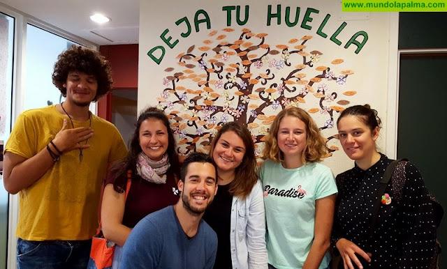 Los jóvenes del programa europeo Erasmus+ en la isla se suman a la campaña solidaria Dona Sangre La Palma