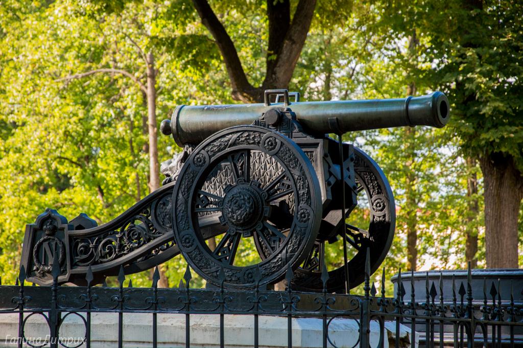 Пушка в парке Смоленска фото