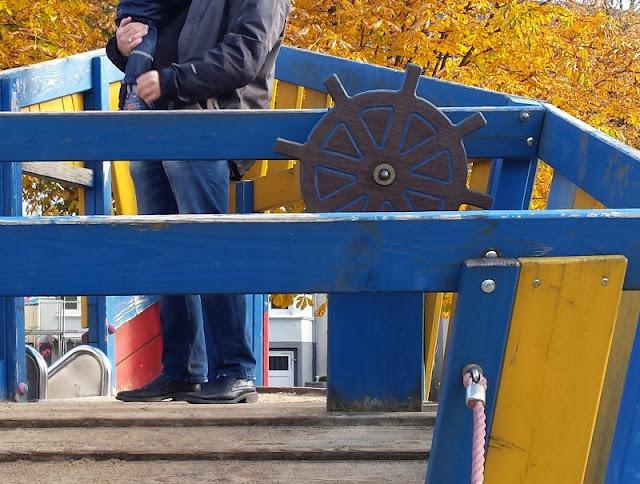 5 Spielplätze im Kieler Süden mit dem gewissen Extra. Das bunte Piratenschiff in der Lantziusstraße für kleine und große Kinder ist der Hit!