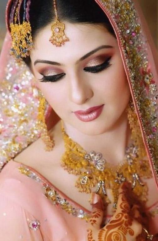 Fashion World Latest Fashion Pakistani Bridal Make Up 2012