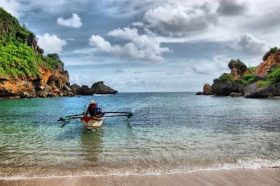 nelayan pantai ngrenehan gunungkidul yogyakarta wisataarea.com