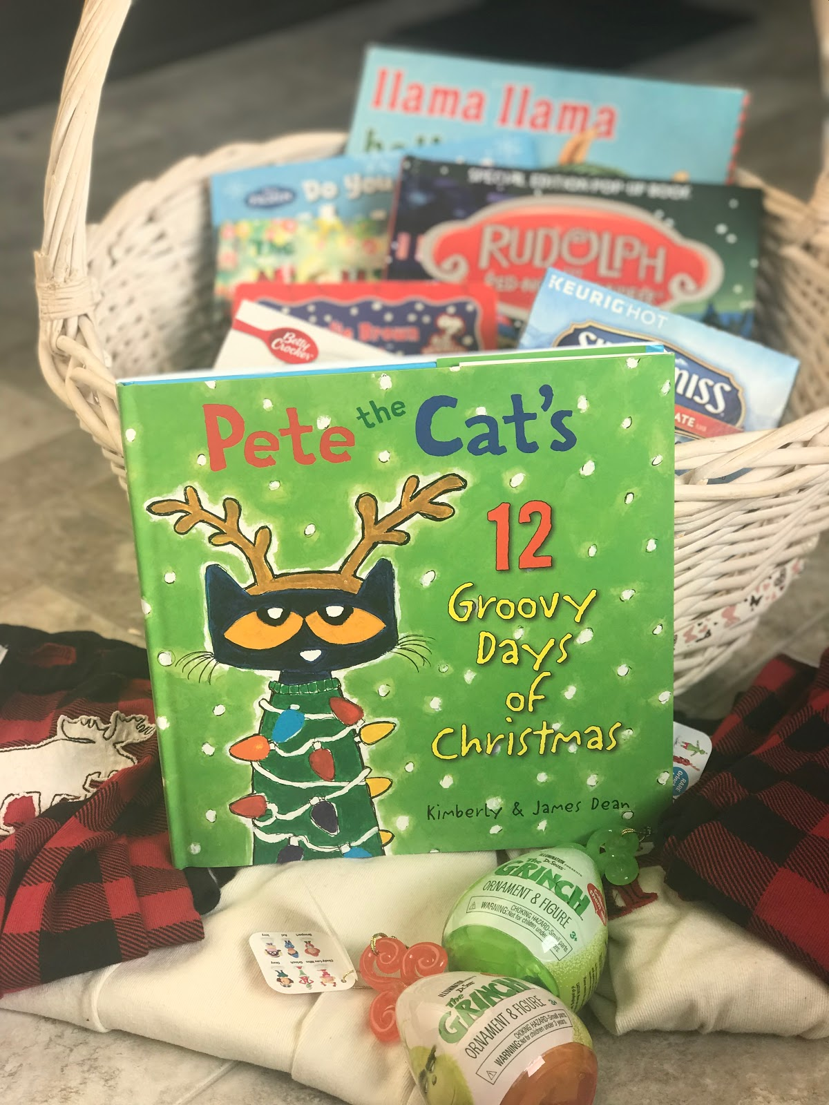 Pete the Cat's 12 groovy Days of Christmas Giveaway