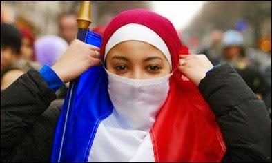 Les Indigènes du Royaume: Enquête sur l'hystérie déclenchée par le voile  islamique en France