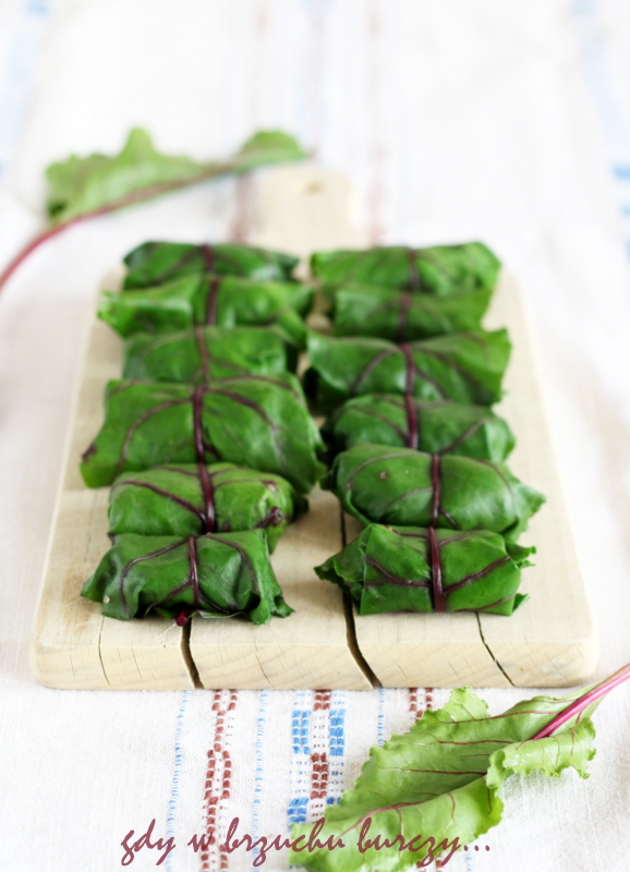 gołąbki w liściach z botwinki faszerowane mięsem z indyka
