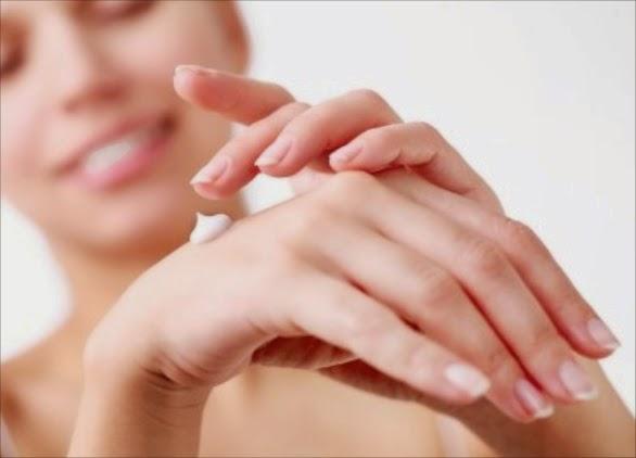 Tips Membersihkan Daerah Sikut dan Lutut