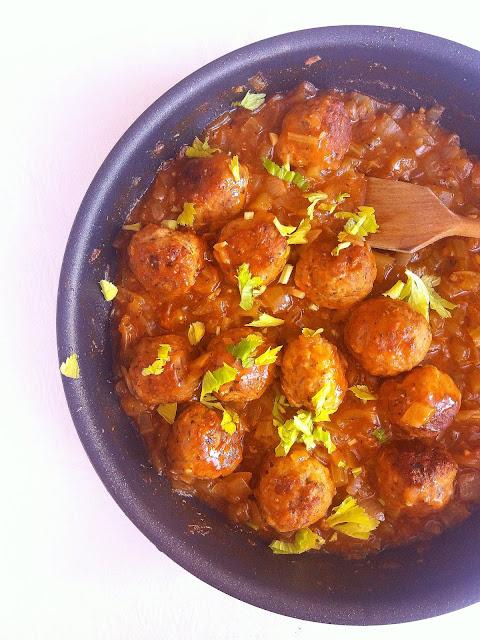 Klopsiki w sosie cebulowym / Meatballs in Onion Gravy