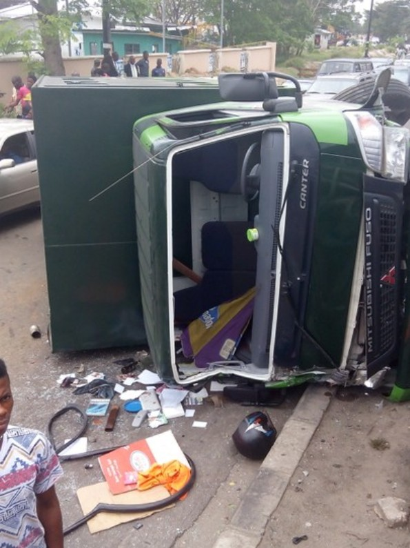 Government Truck falls off third Mainland Bridge, lands on another Government vehicle