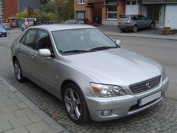 Lexus IS200