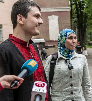 Osmayev e Amina respondem aos jornalistas sobre a tentativa de assassinato em Kiev