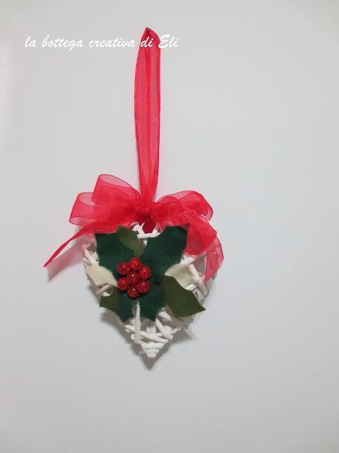 cuore-fuoriporta-natalizio-con-agrifoglio