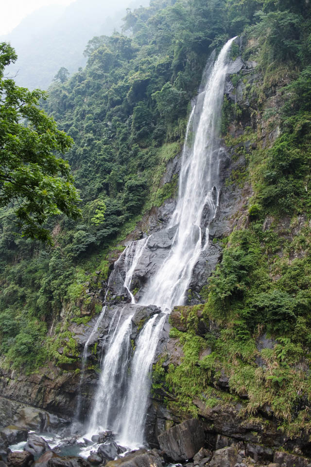 things to do in Taipei | escape the city with a refreshing trip to Wulai Waterfall