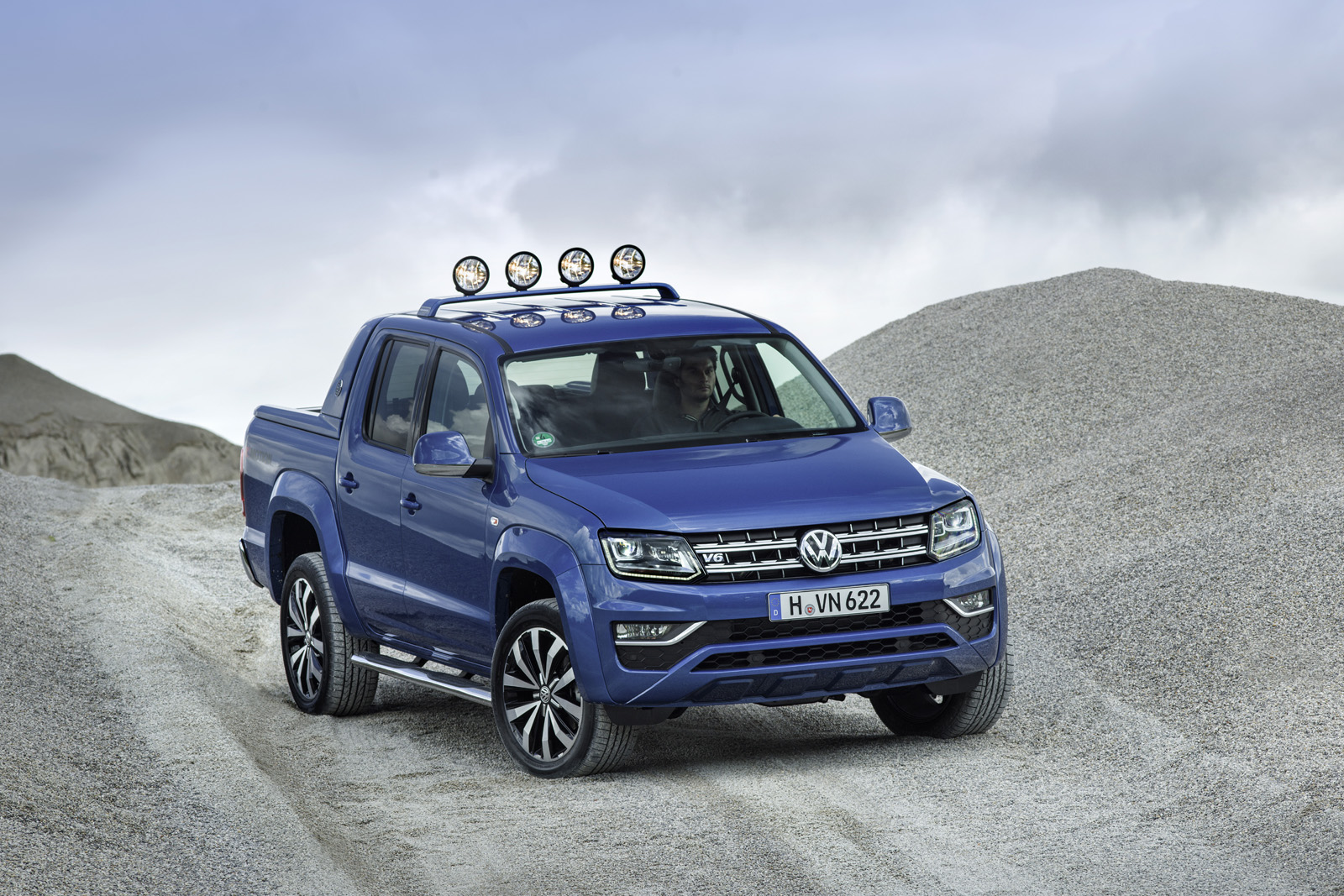 2017 vw amarok gets 201 hp diesel engine canyon edition carscoops. Black Bedroom Furniture Sets. Home Design Ideas