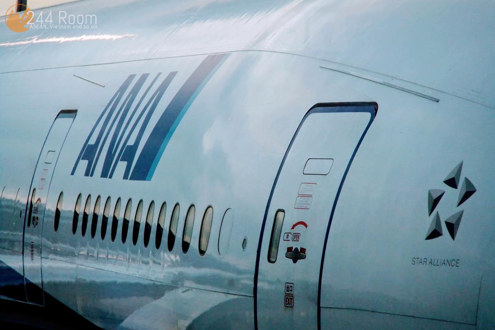 ANA-777-300