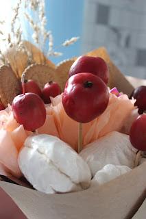 букет из конфет, фруктовый букет, сладкий букет, букет своими руками, упаковка букета,  яблочный букет , букет своими руками, настроение своими руками, вкусный букет, оригинальный подарок, подарок из ничего