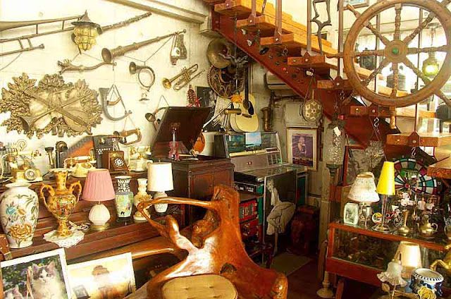 wooden ship's wheel,antiques,lamps,knick knacks