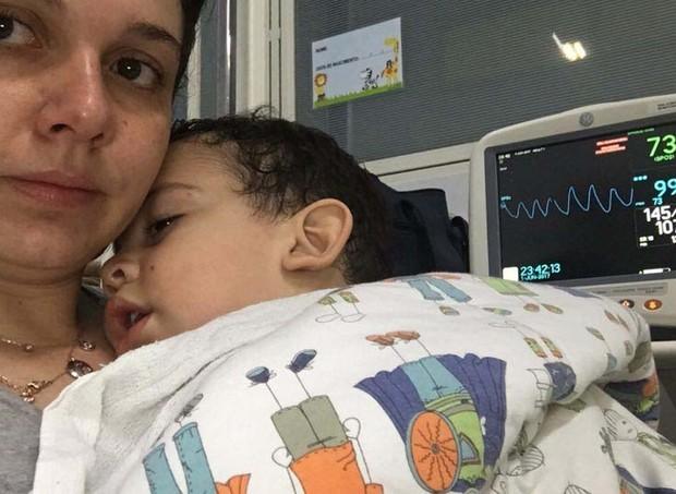 mãe, perigo, maternidade, solução nasal