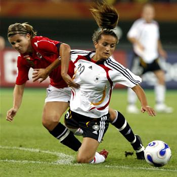 Fútbol  16 claves para redactar mejor. En las noticias deportivas es  frecuente el empleo inapropiado de términos o expresiones españolas y el  abuso de ... f87e478fe9a2a