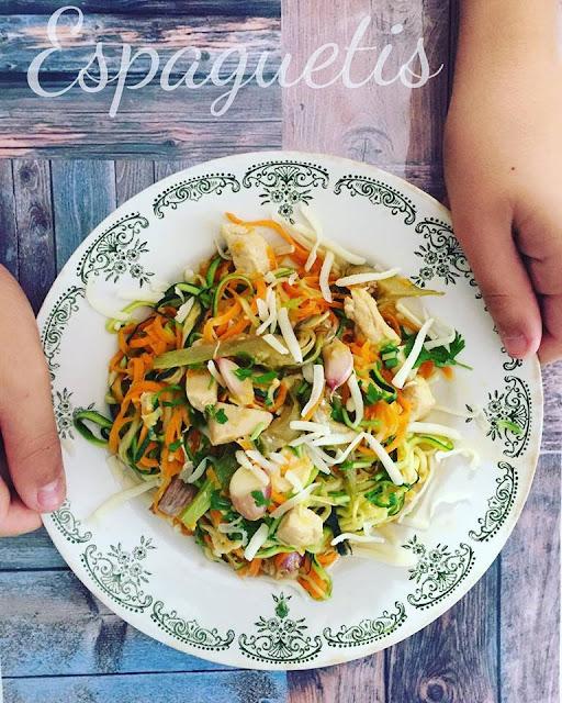 Espaguetis De Verduras Con Pollo Al Ajillo Y Jengibre
