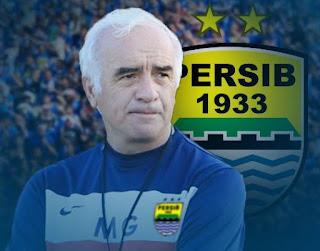 mez yakni seorang instruktur sepakbola berkebangsaan argentina yang dikala ini menangani klub  Biodata & Profil Roberto Carlos Mario Gómez