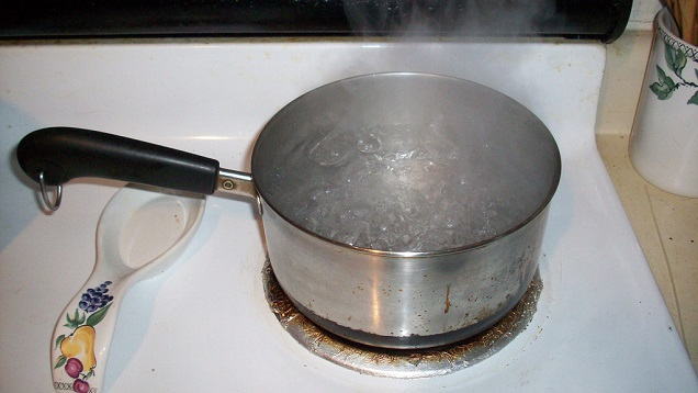 sufuria with boiling water