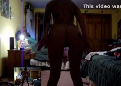 Jovencita emo tatuada bailando para la web cam (Video)
