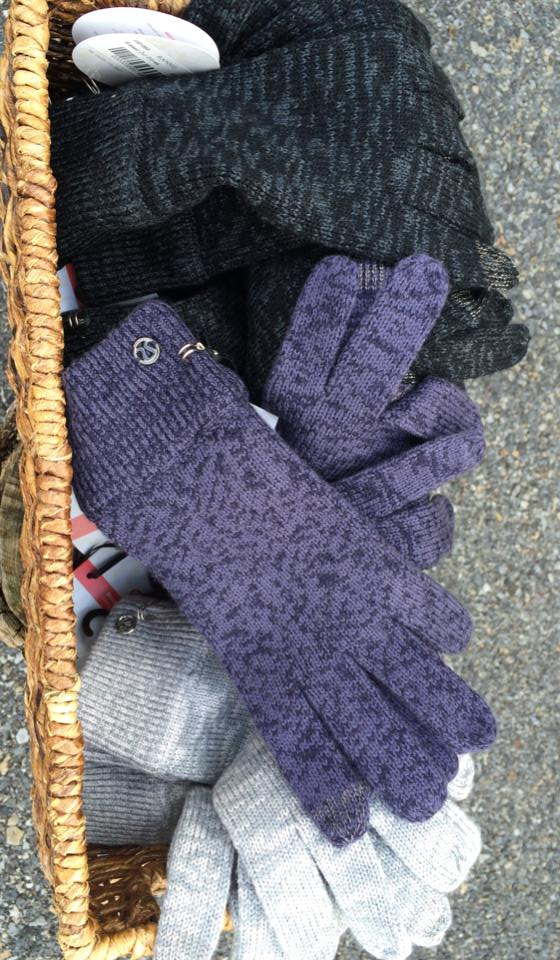 lululemon blissed out gloves
