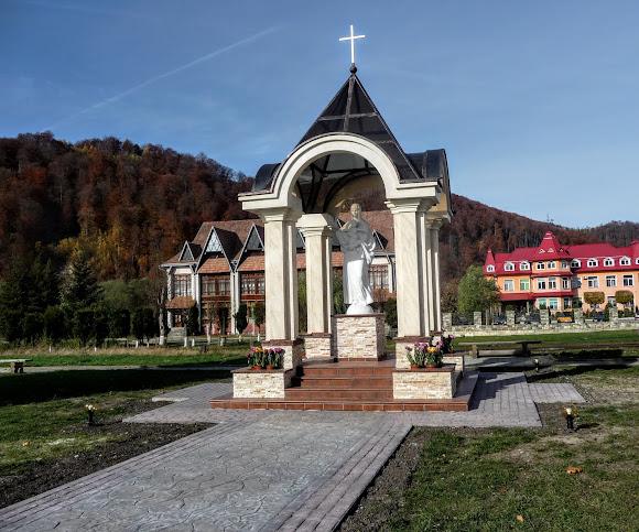 Селище Вигода. Скульптура Божої Матері